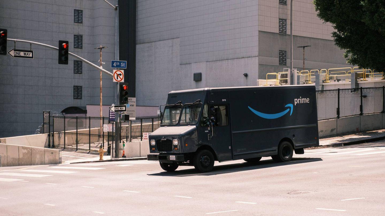 Vista de una furgoneta de Amazon. (Andrew Stickelman)