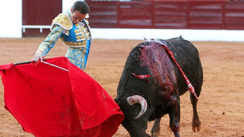 Enrique Ponce, en la Feria de Olivenza el pasado mes de marzo. (EFE)