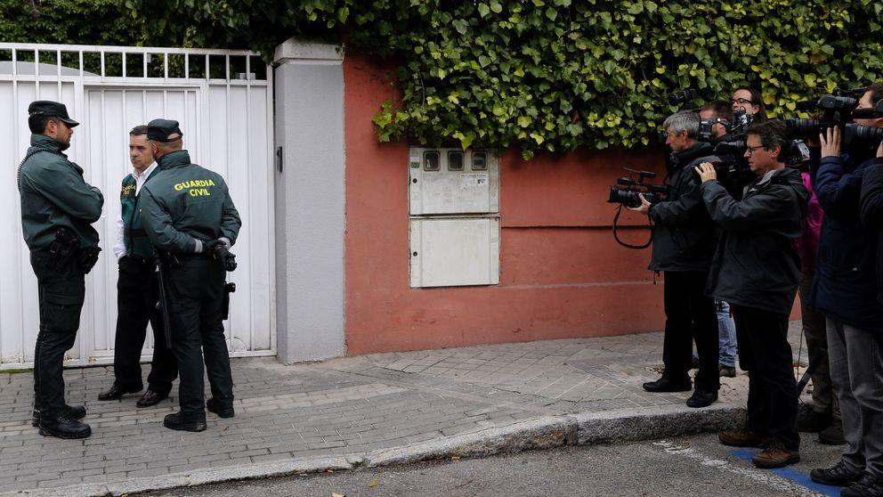 Patriotas de pulsera: las reacciones políticas tras la detención de Conde