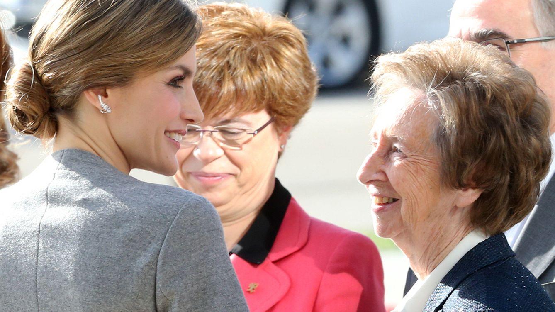 Foto: La Reina con sus nuevos pendientes de Chanel (Gtres)