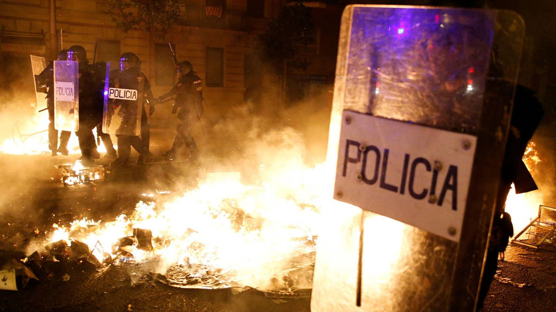 Disturbios y cargas en Barcelona. (EFE)