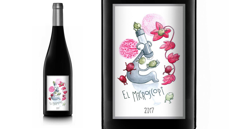 Foto: El Microscopi 2017 es un vino tinto de terroir procedente de viticultura sostenible elaborado con las variedades cariñena (80%) y merlot (20%).
