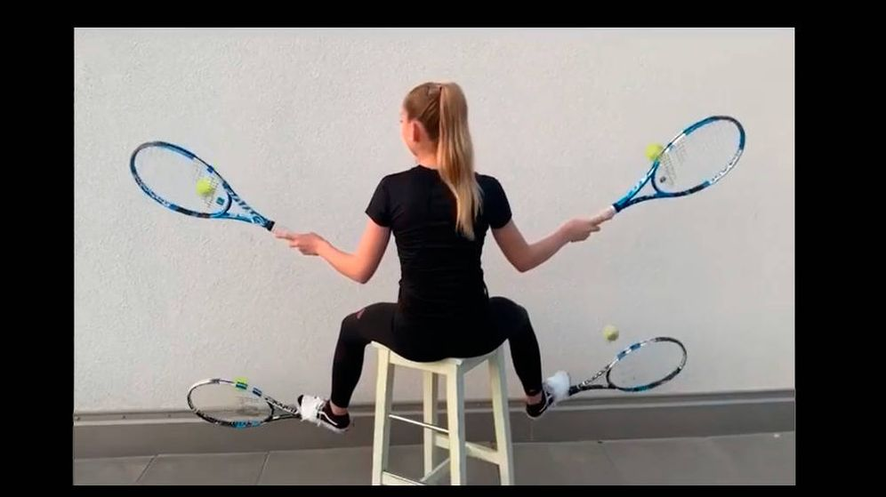 Foto: Jalena Meyer dominando (supuestamente) cuatro raquetas al mismo tiempo (Foto: Instagram)
