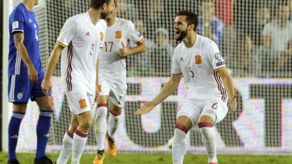 Foto: Illarramendi, junto a su ex compañero Nacho, celebra el gol de la victoria de España ante Israel. (EFE)