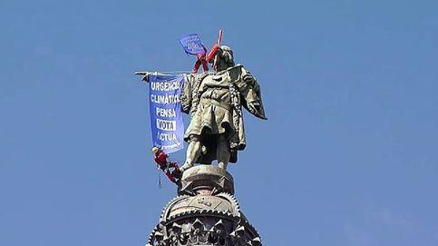 Greenpeace le coloca unas gafas de buceo a la estatua de Colón en Barcelona