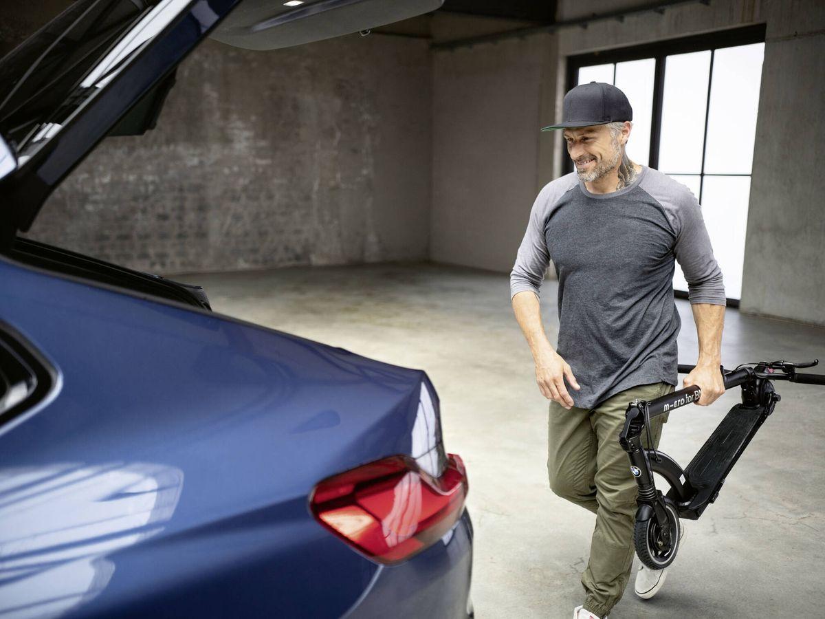 Foto: El BMW E-Scooter puede plegarse y cabe en el maletero de cualquier vehículo.
