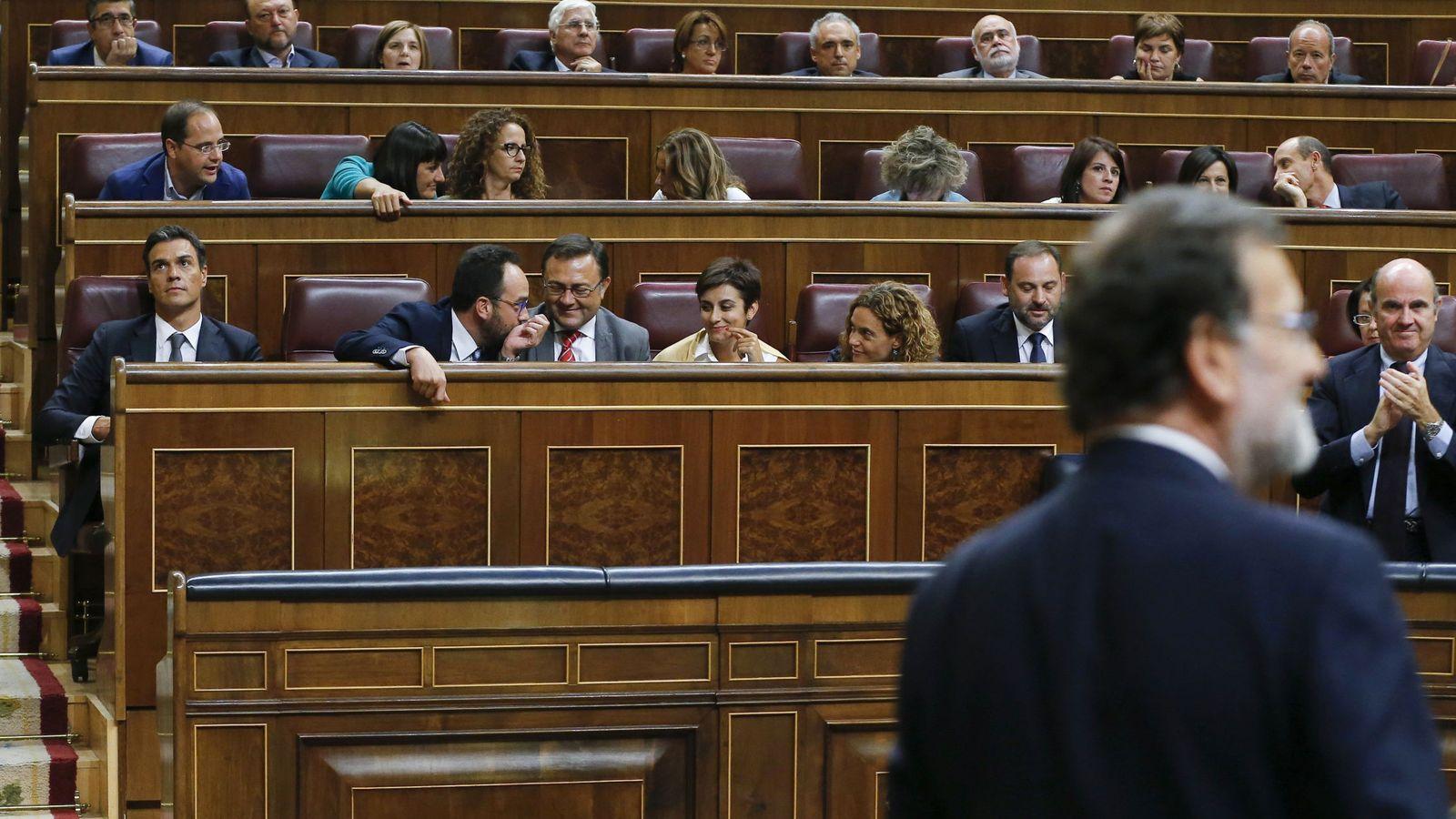 Foto: La bancada socialista al término de la votación de la investidura fallida del candidato a la presidencia del PP, Mariano Rajoy. (EFE)