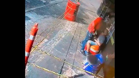 Un ladrón devuelve las cosas robadas a su víctima al descubrir que era un conocido