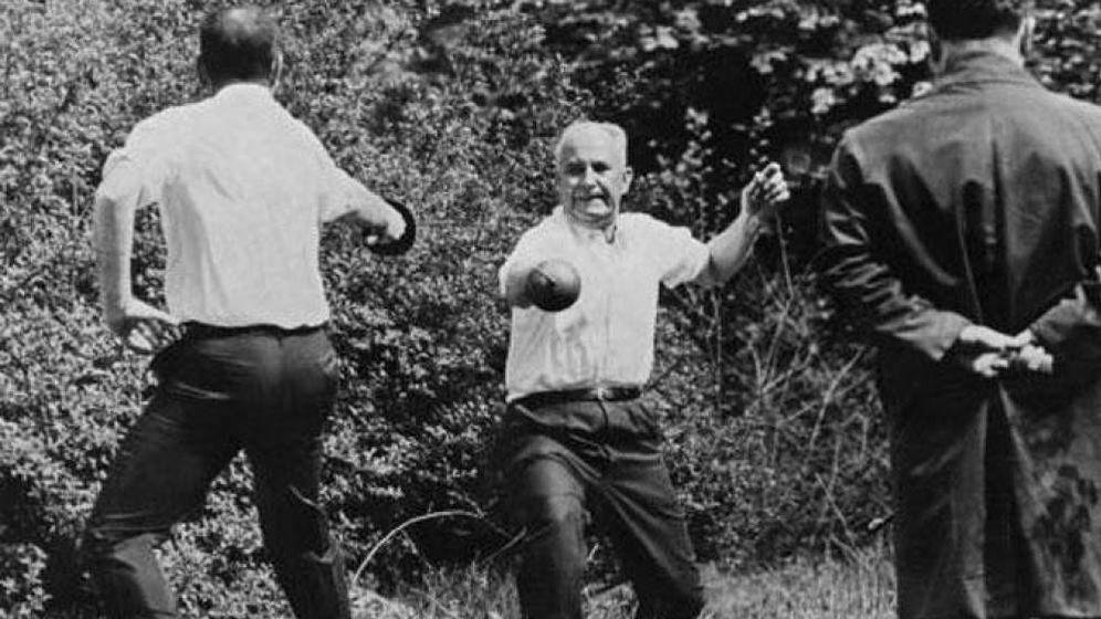 Foto: Batalla en el jardín. (YouTube)