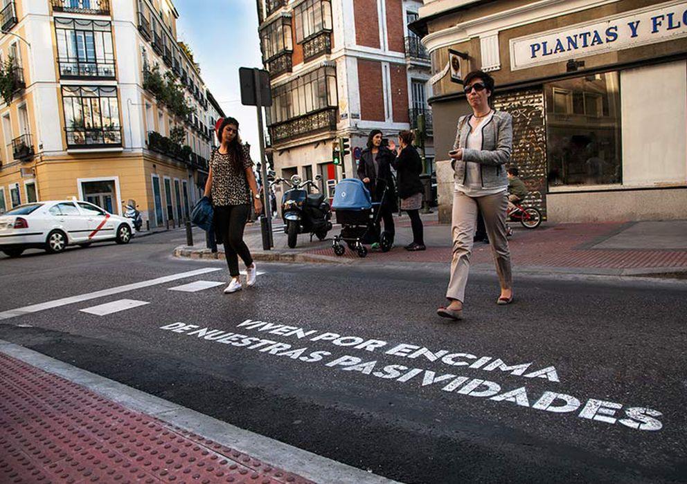 Foto: (Foto: Verso de la micropoetisa Ajo encontrado en las calles de Madrid)