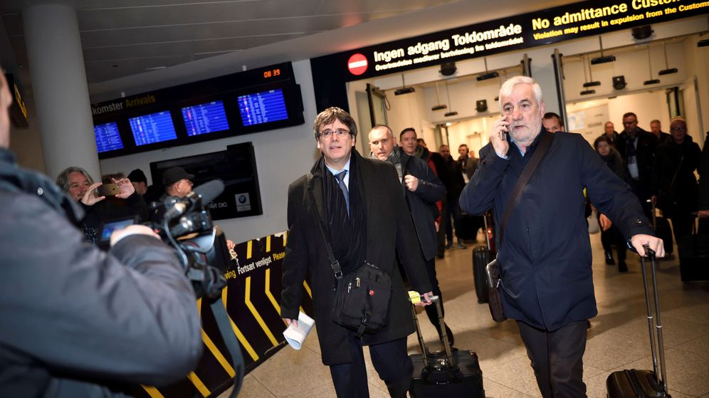 Foto: El expresidente catalán Carles Puigdemont, a su llegada al Aeropuerto de Copenhague. (Reuters)