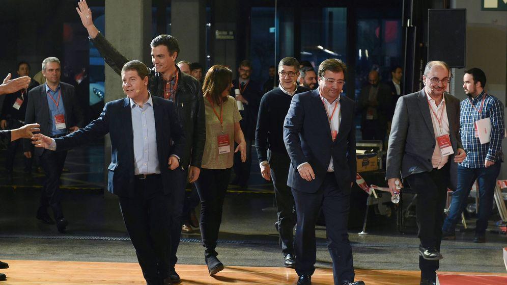 Foto: Page, Sánchez, Susana Díaz, Patxi López, Fernández Vara y Lambán, en marzo. (EFE)