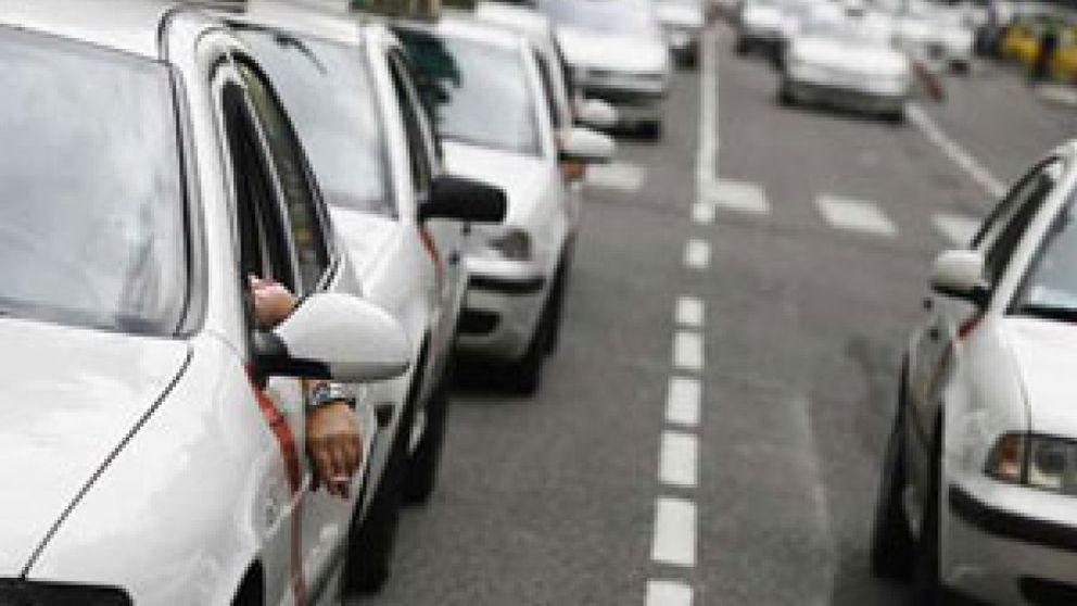 """Los taxistas españoles piden a Sanidad la vacuna por ser """"un grupo de riesgo"""""""
