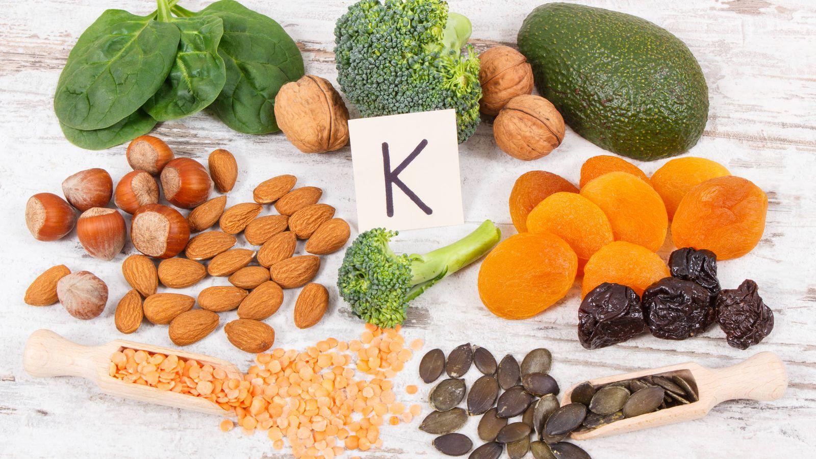 Foto: Alimentos ricos en vitamina K. (iStock)
