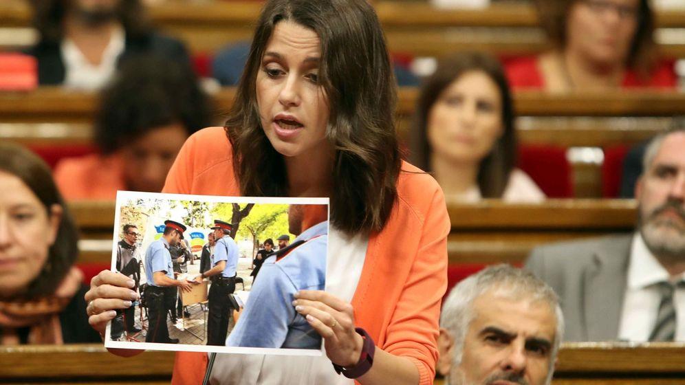 Foto: Inés Arrimadas durante la sesión en el Parlament. (EFE)