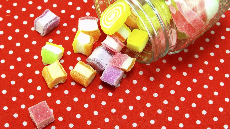 Foto: No sólo las golosinas tienen azúcar: las frutas y la miel la contienen en altas cantidades. (iStock)