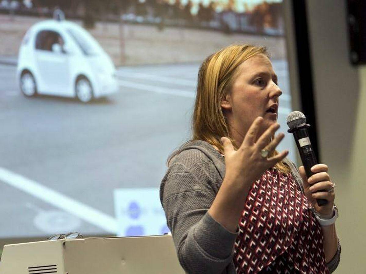 Foto: Jaime Waydo, durante una presentación del coche autónomo de Waymo (Google) en 2015. (Reuters)