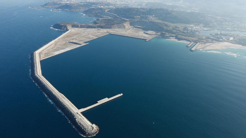 Foto: Puerto exterior de Suevos en Arteixo, La Coruña. (EFE)