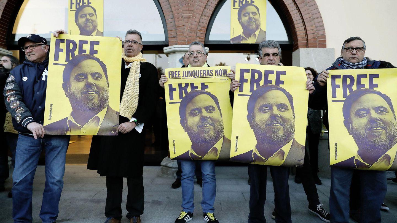Concentración por la libertad de Oriol Junqueras en la prisión de Estremera. (EFE)