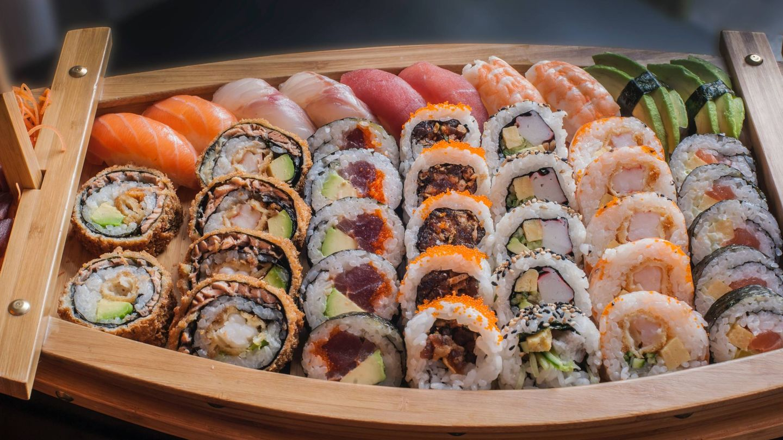 Adelgazar comiendo sushi. (Riccardo Bergamini para Unsplash)