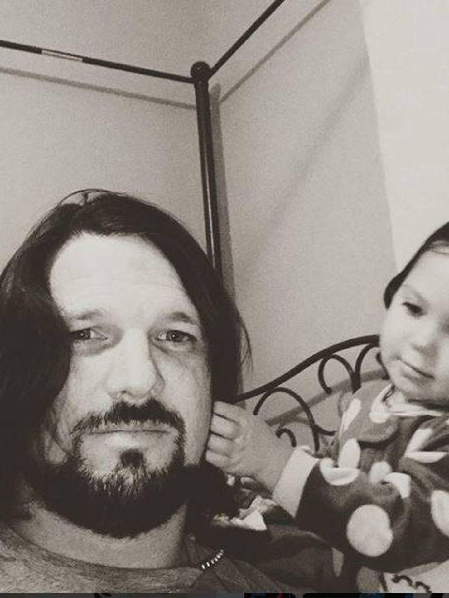Styles con su hija en una foto de su perfil de Instagram.