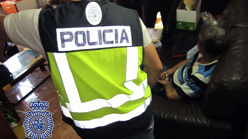 Foto: Imagen de archivo de un operativo de la Policía Nacional contra el tráfico de seres humanos. (EFE)