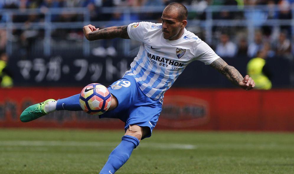 Foto: Sandro, durante un partido del Málaga. (EFE)