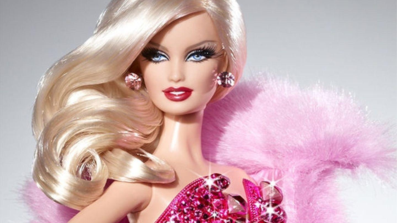 Barbie y su pelazo artifical, como el de Lady Gaga.