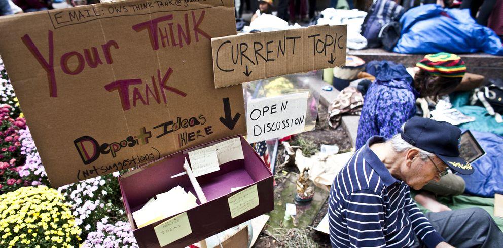 Foto: Un 'think thank' improvisado por el Movimiento Occupy Wall Street en el Zuccotti Park de Nueva York. (Corbis)