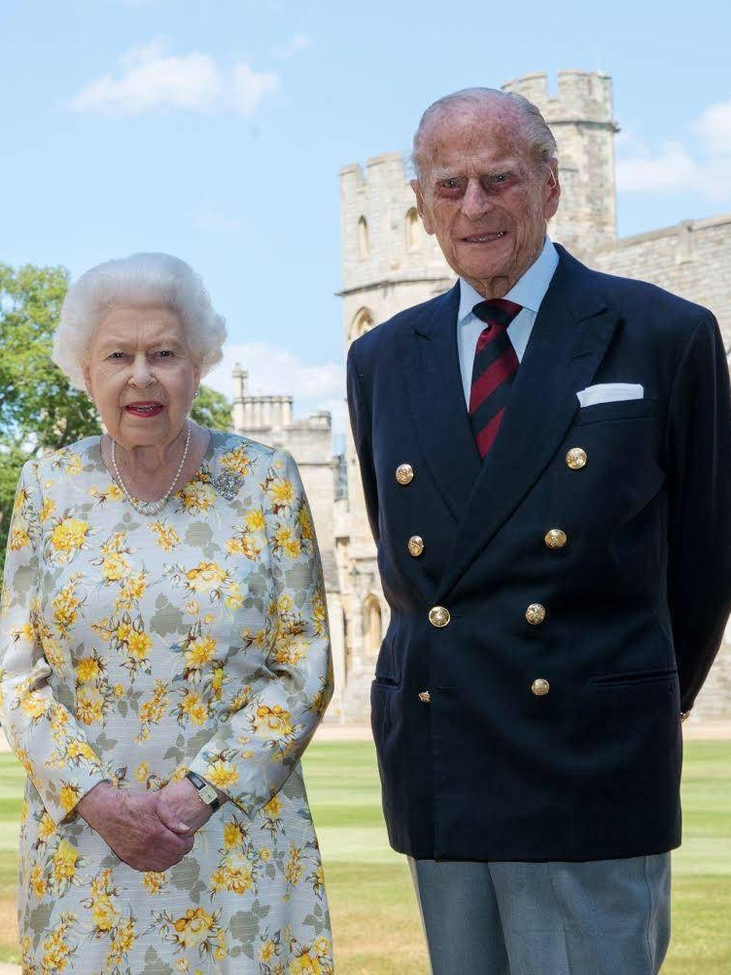 El duque de Edimburgo, junto a la reina Isabel en su 99º cumpleaños. (Palacio de Buckingham)