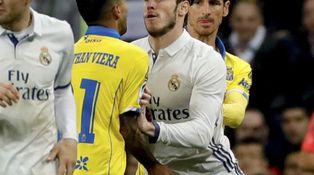 Jonathan Viera desquició y logró que expulsaran a Bale llamándole mono blanco