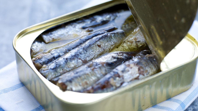DIA retira casi 25.000 latas de sardinas ante un posible defecto de esterilización