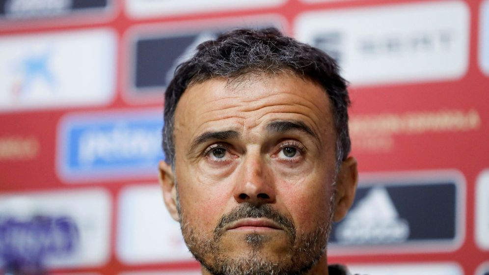 Foto: Luis Enrique, con gesto de concentración, en la sala de prensa. (EFE)