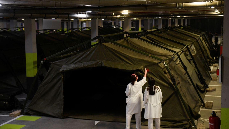 Miembros de la UME instalan el hospital de campaña el 19 de marzo. (Reuters)