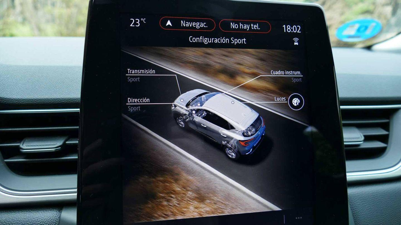 La pantalla de la consola central, en posición vertical, tiene un uso muy intuitivo.