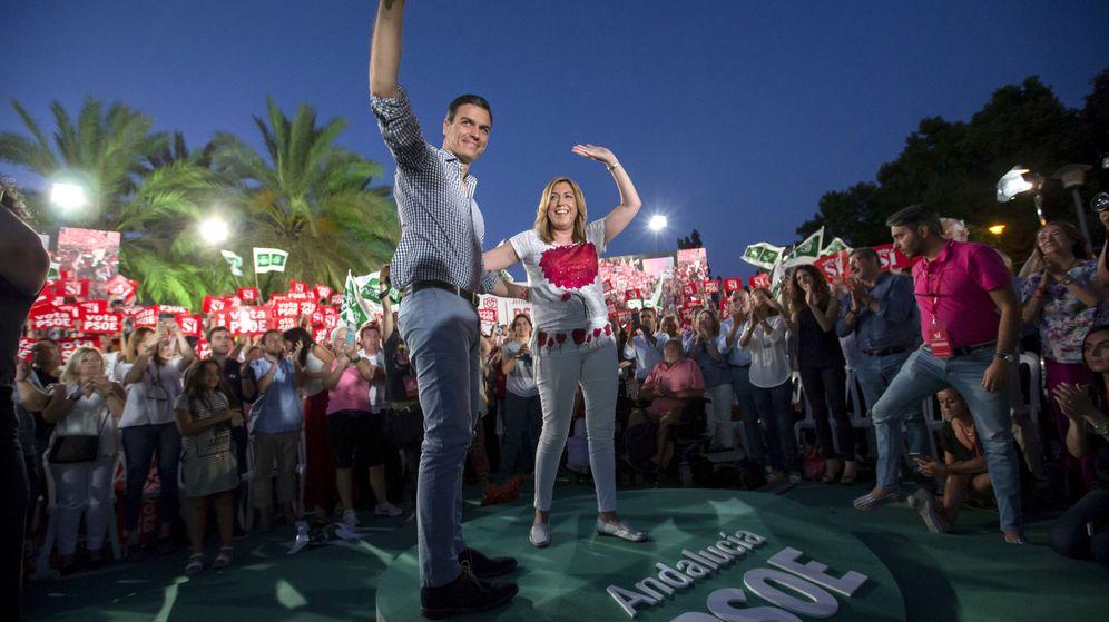 Foto: Cierre de campaña de Pedro Sánchez el 26-J en Sevilla, acompañado por Susana Díaz. (EFE)