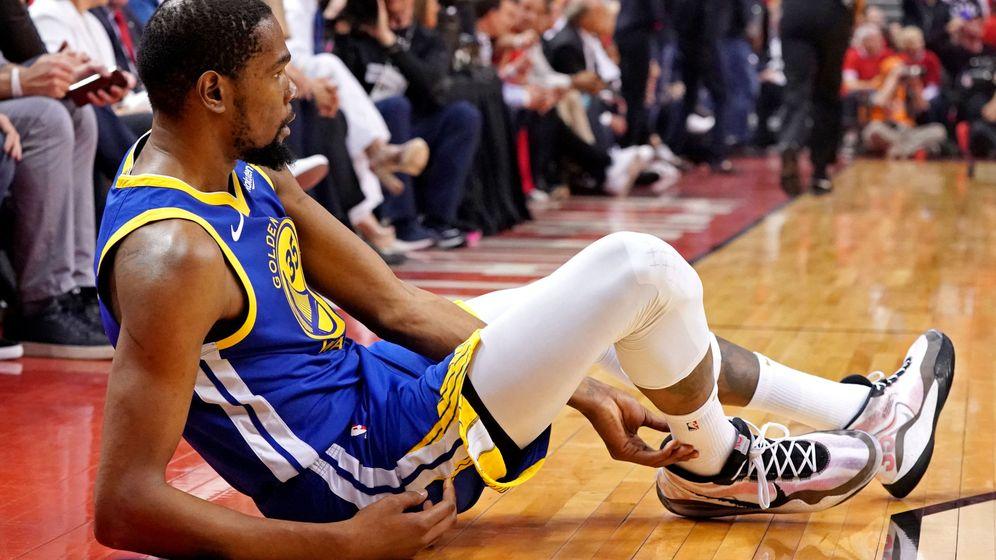 Foto: Kevin Durant reapareció tras más de un mes de baja, pero volvió a lesionarse. (USA TODAY Sports)