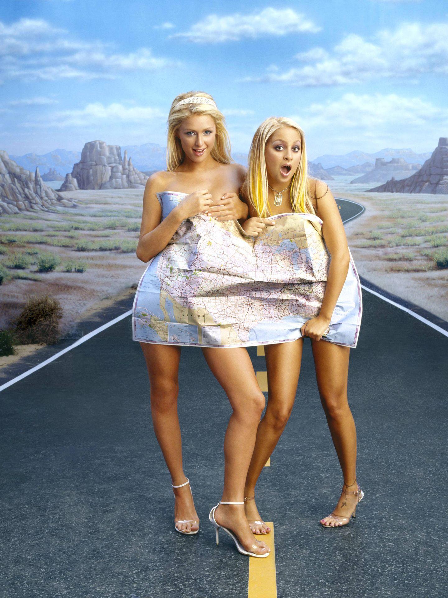 Paris Hilton y Nicole Richie, en 'The simple life' 2004. (Cordon Press)
