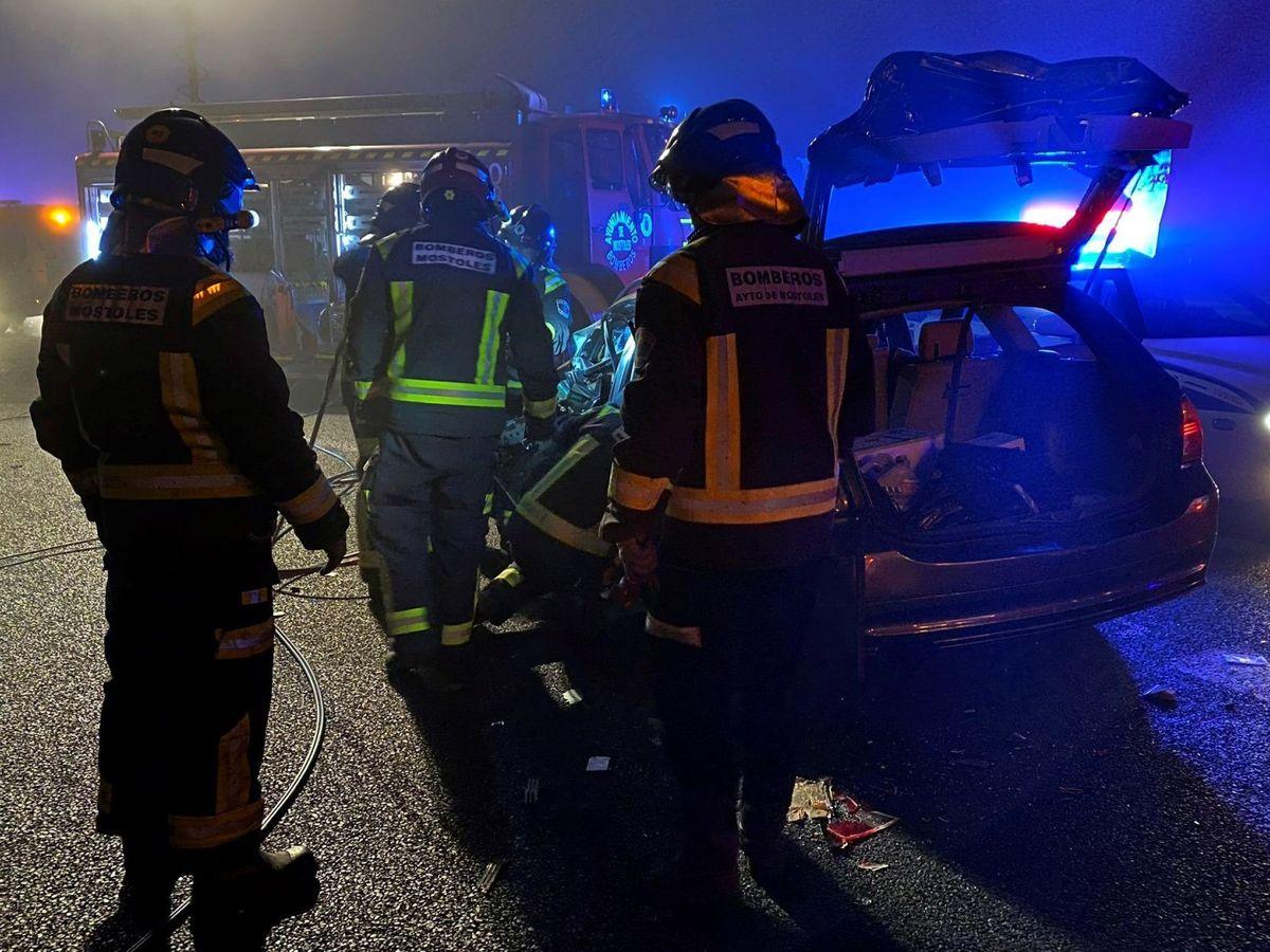 Foto: Equipos de emergencias acuden al lugar del accidente en la A-5. (Emergencias 112)