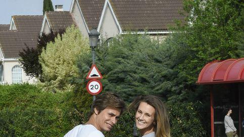 La envidiable estampa familiar de Carlos Baute y Astrid Klisans, de paseo con el pequeño Markus