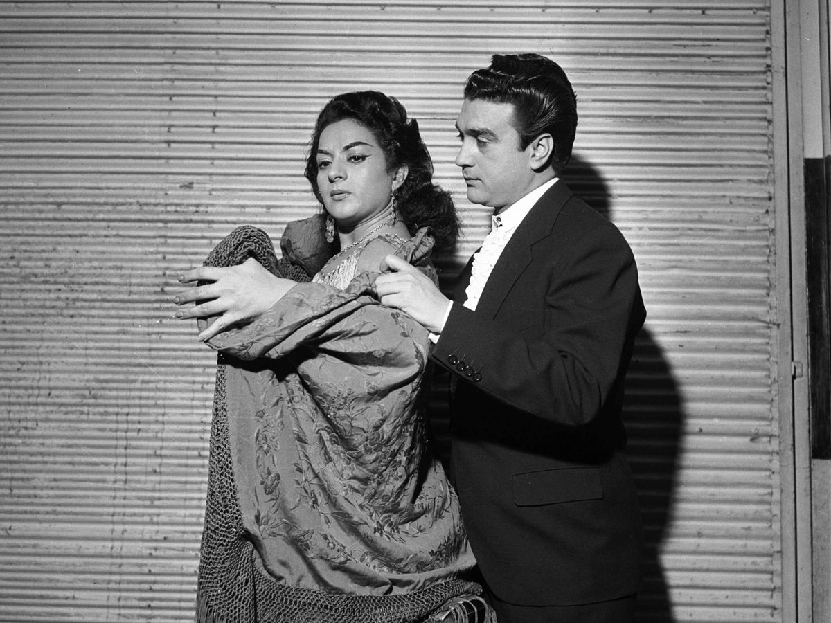 Foto: Lola y Antonio, en París en 1960. (Cordon Press)