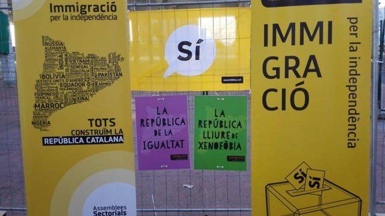 Imágenes de pendones de la campaña 'Inmigració per la independència'
