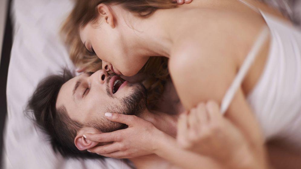 Foto: Mejora tu vida sexual probando nuevas posturas. (iStock)