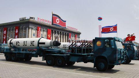 Corea del Norte saca pecho con sus nuevos misiles: el desfile en imágenes