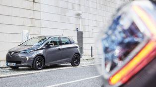 Álvaro Nadal pide no ir demasiado deprisa con el coche eléctrico