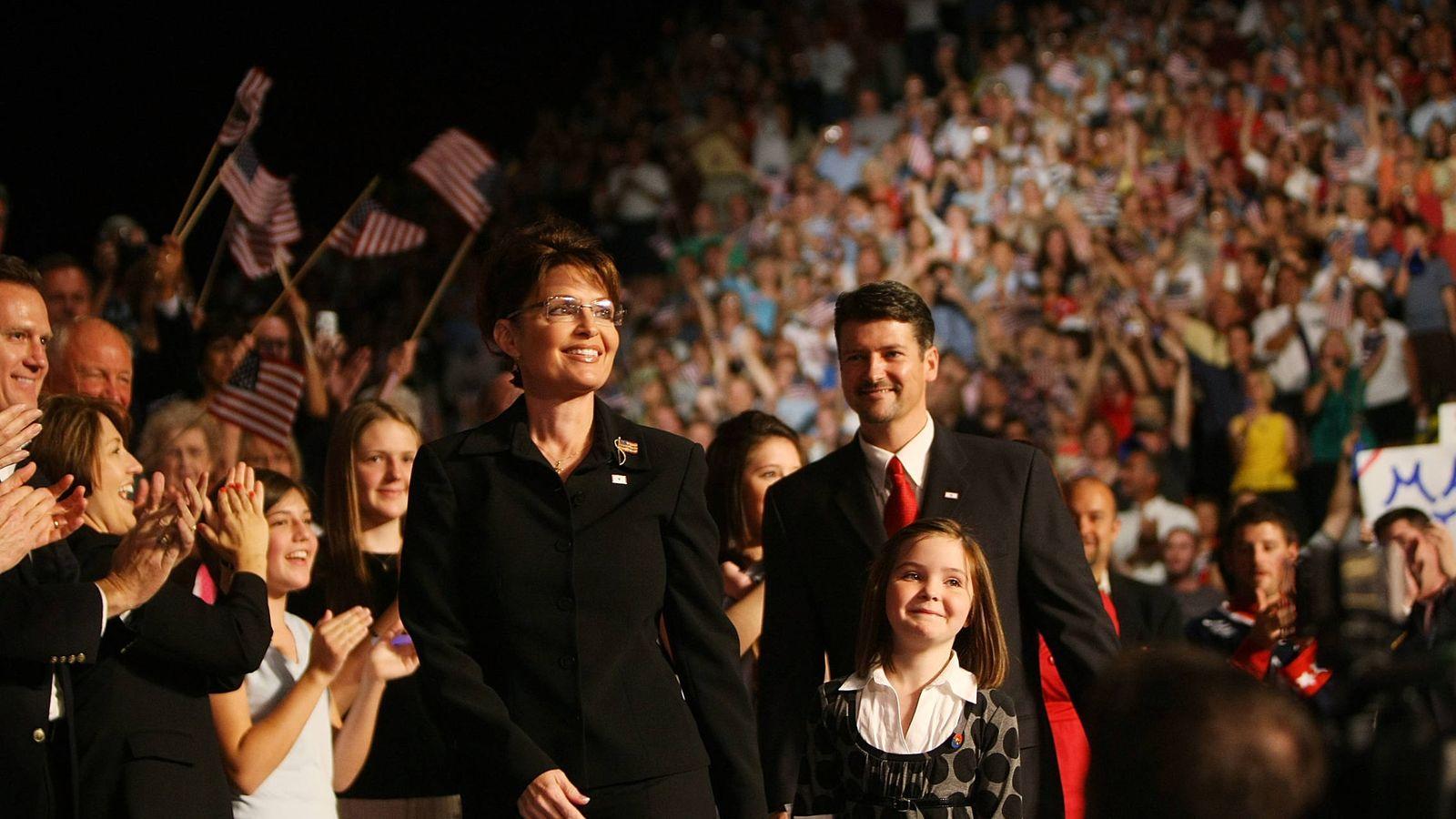 Foto: Sarah Palin, su todavía marido Todd y su hija Piper, en Dayton, Ohio. (Getty)
