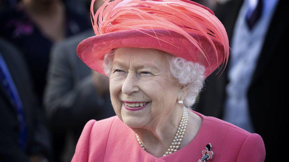 Muestran a Isabel II un retrato suyo: su impagable reacción delante de la autora