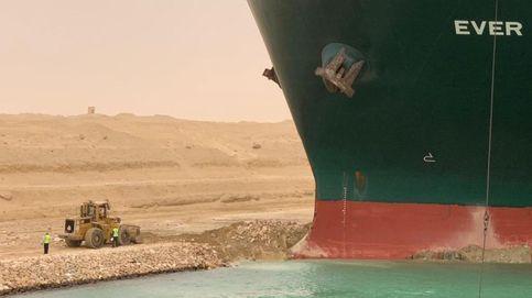 Egipto dragará casi 20.000 metros cúbicos de arena para liberar el buque del canal de Suez