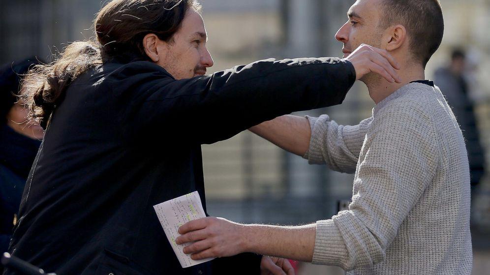 Foto: El secretario autonómico de Podemos Madrid, Luis Alegre, y el líder de la formación, Pablo Iglesias. (EFE)