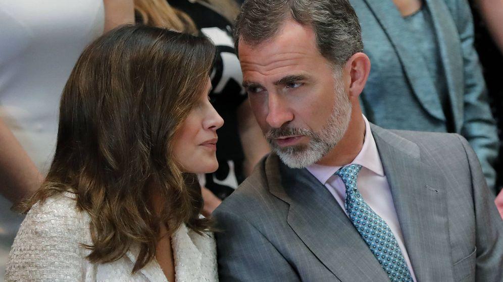 Foto: Los reyes, intercambiando confidencias, en el museo. (Gtres)